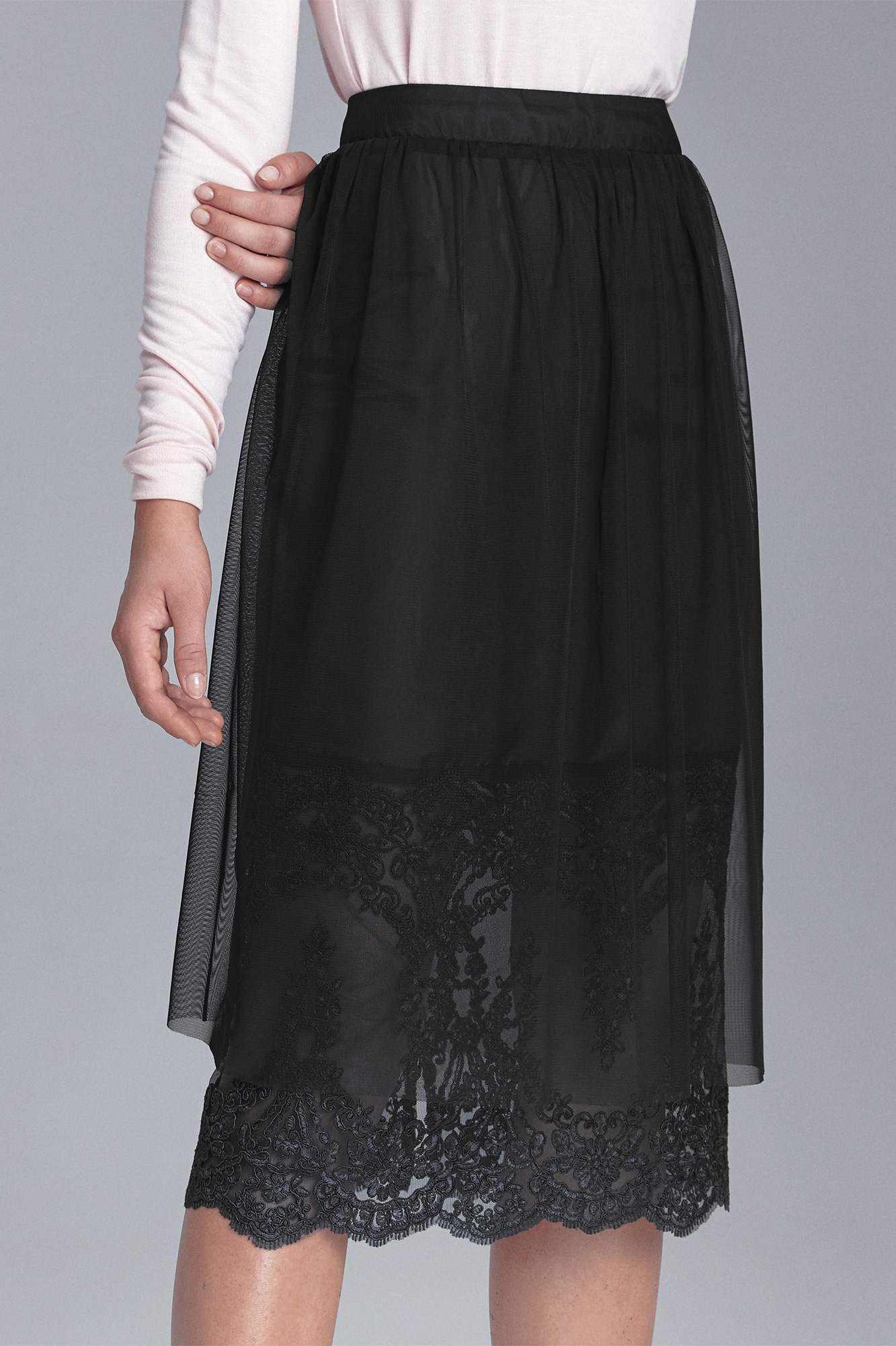 Nife - Czarna spódnica z koronką 1
