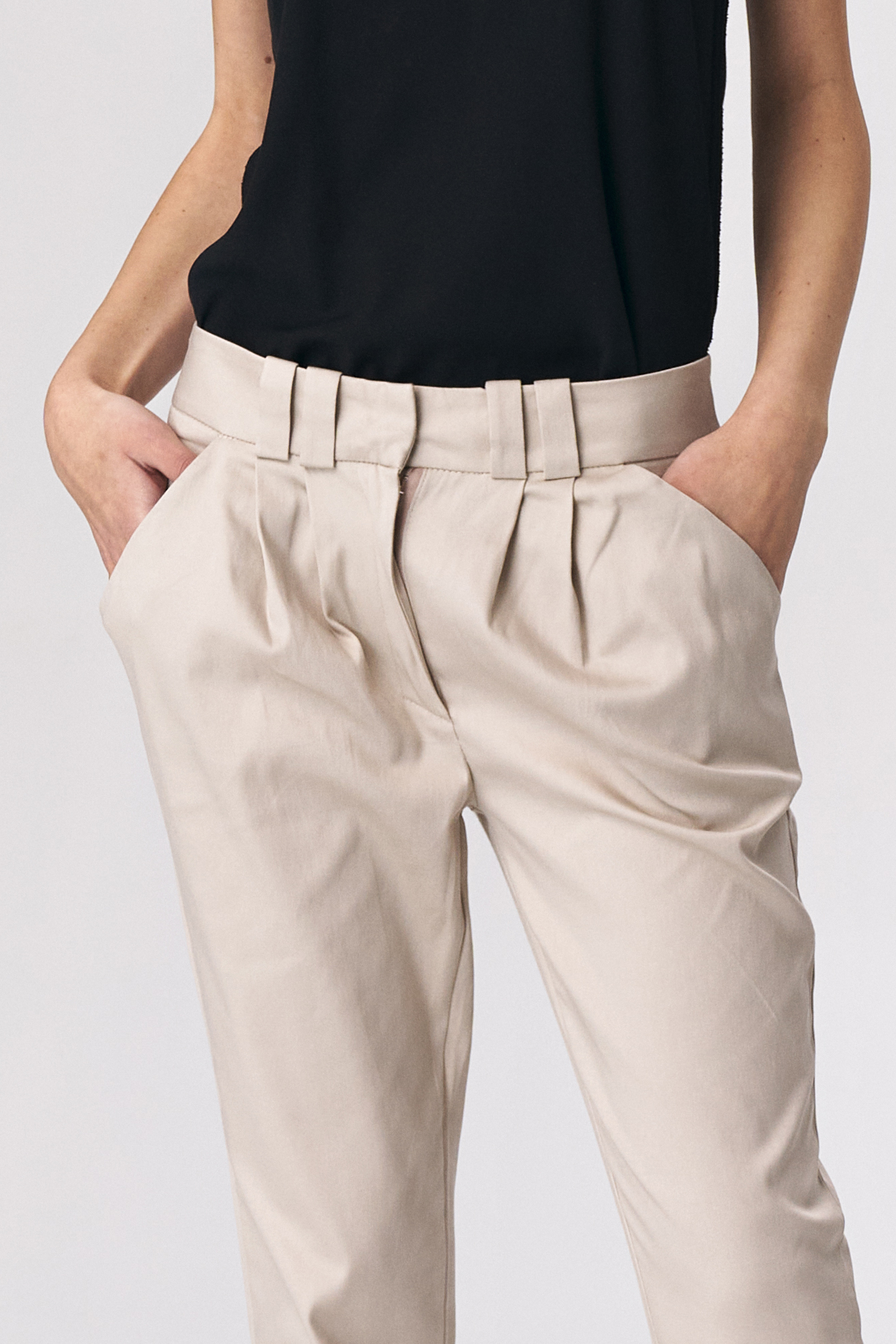 Nife - Dopasowane beżowe spodnie damskie 2