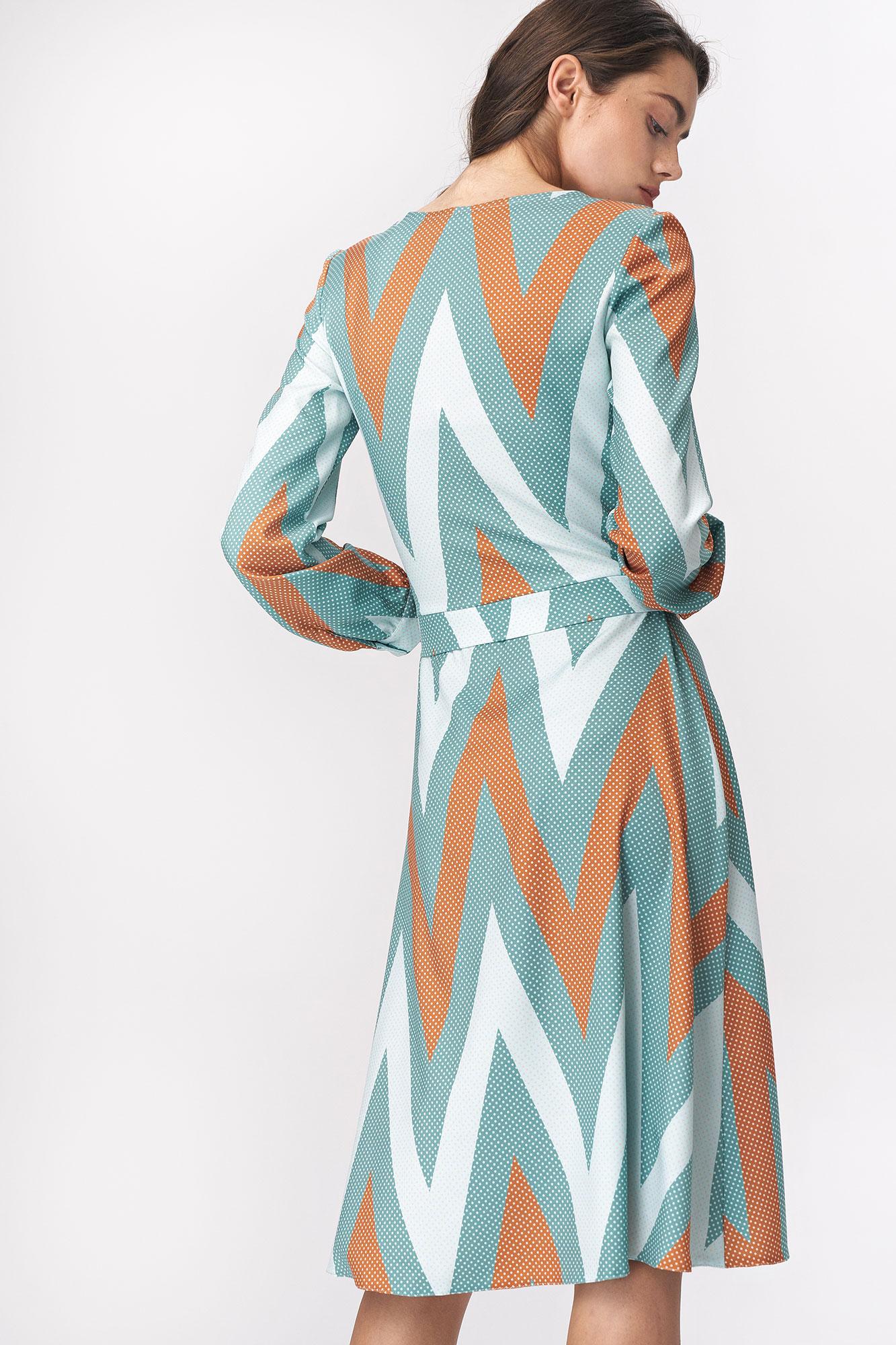 Nife - Rozkloszowana turkusowa sukienka midi w zygzak 2