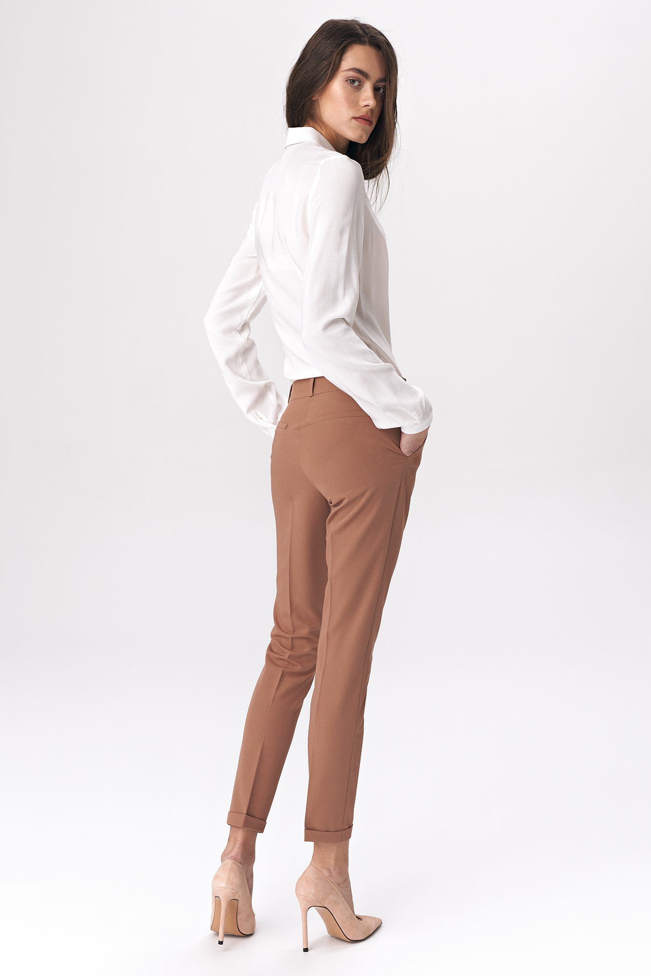 Nife - Karmelowe spodnie zapinane na napy 5