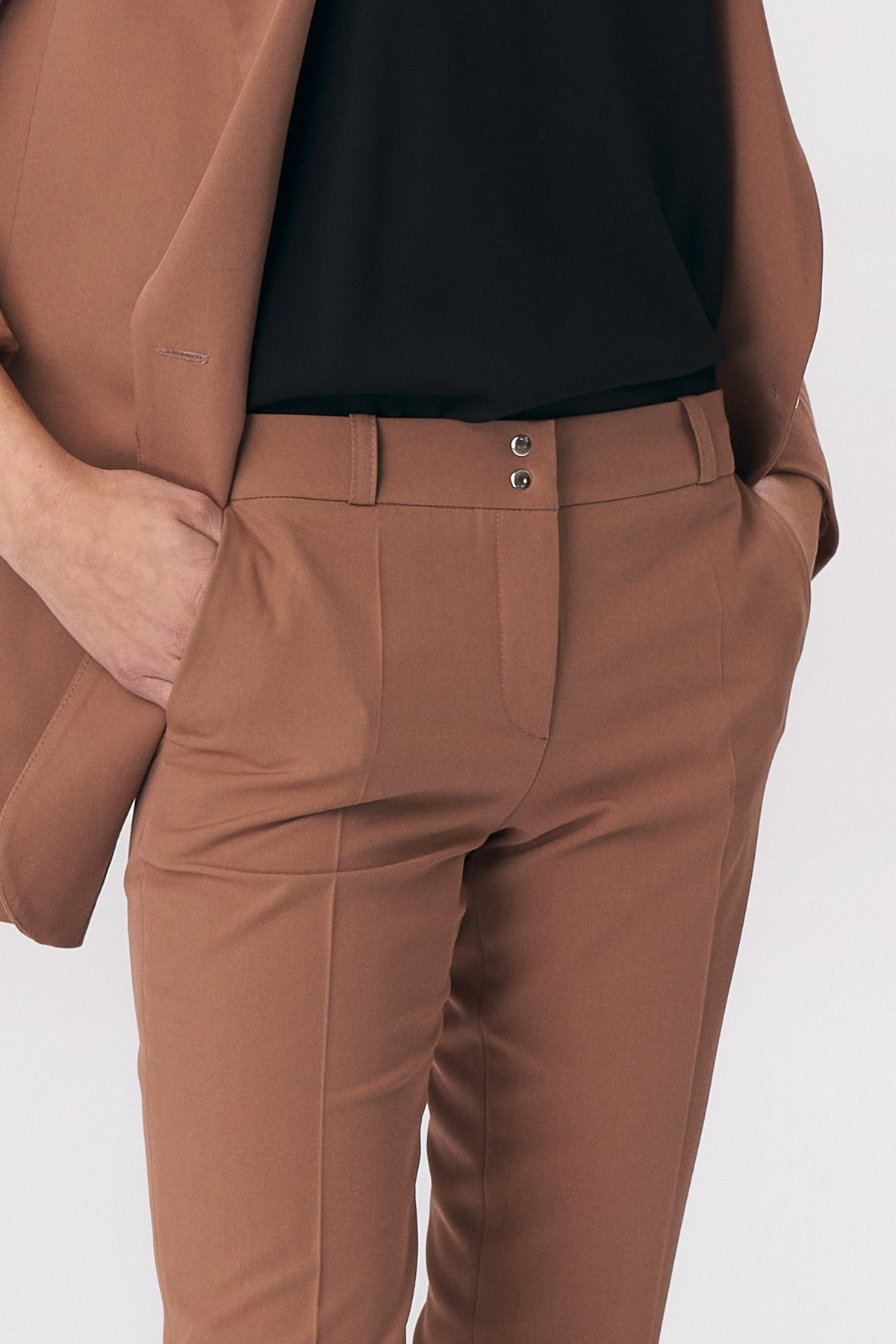 Nife - Karmelowe spodnie zapinane na napy 6