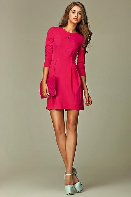 Nife - Sukienka z pęknięciem na dekolcie - różowy